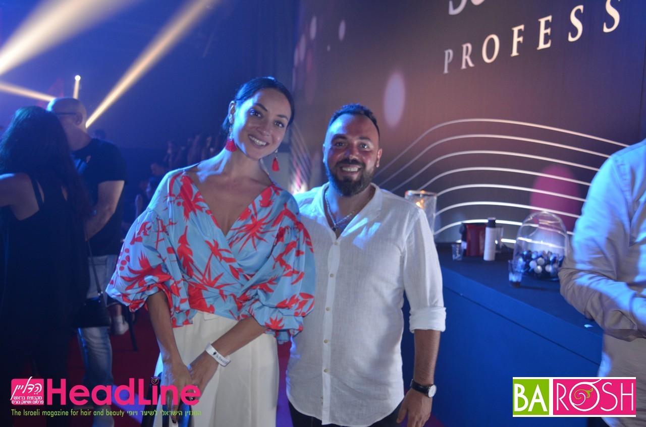 אנה ארונוב עם מעצב השיער קובי כהן הבעלים של מספרת Beauty Station בנתניה .