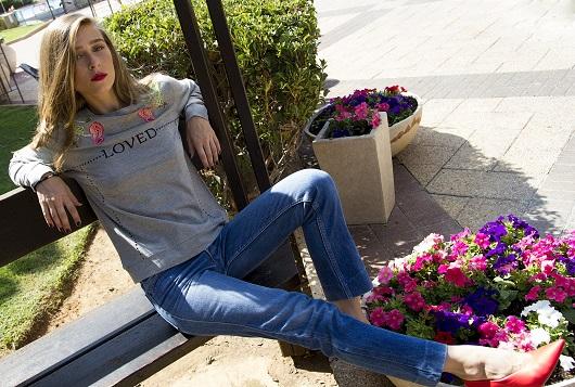 סווטשירט LOVE, 19.90 שח, להשיג ברשת SELECT ובאתר www.Select-Fashion.co.il, צלם דמיטרי גרין