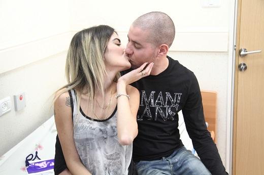 ליטל סמג'דה חובקת בבן זוג חדש צילום אסף לב