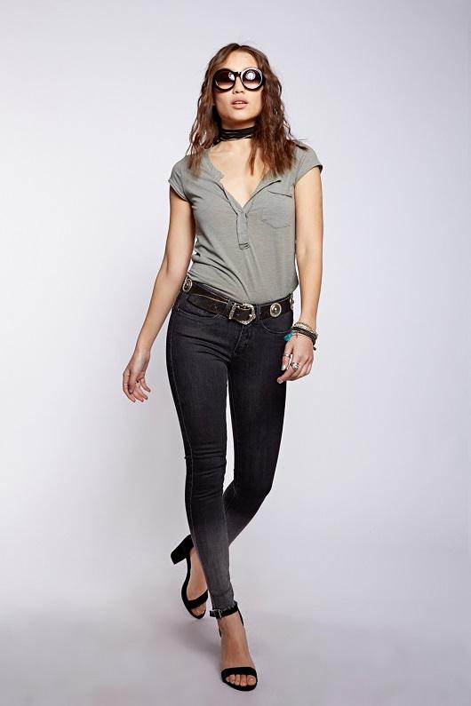 מחיר חולצה 119.90 שח, מחיר ג'ינס 199.90 שח צילום הילה שייר. לי קופר.