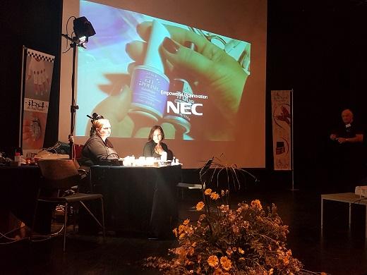 ילנה מלצבה באודיטוריום המרכזי בכנס השנתי של נייל סטודיו צילום יחצ