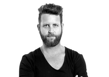 """מעצב השיער יאיר מנדל (יא יא)  - שגריר  """"שוורצקופף פרופשיונל"""" בישראל"""