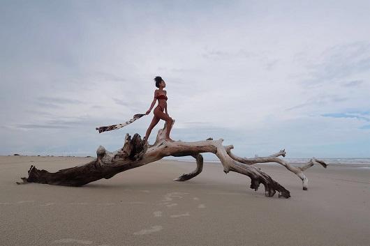 עדן סבן לוהטת בברזיל! הדוגמנית עדן סבן בחופשה בברזיל, צעיף ASAF & TOMER, יחצ
