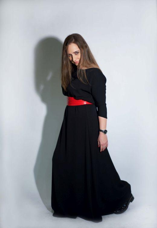 איילת יום טוב מדגמנת שמלהשל המעצבת טלי אימבר צילום מאיה שוהם
