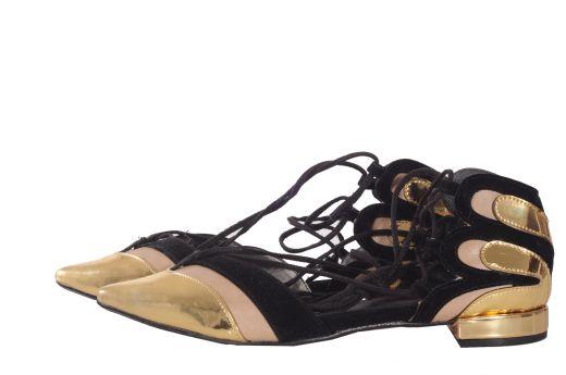נעלי קשירה, 149 שח, להשיג ברשת קמדן אנד שוז ובאתר www.Camden.co.il, צלם אושרי תורתי