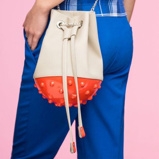 מתחם האופנה בדיוטי פרי- תיק צד דגם פריז מבית מדוזה- 81 דולר. צילום עומר מסינגר