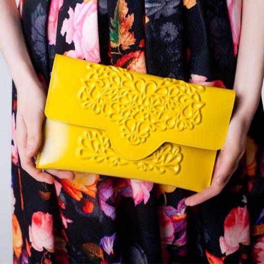 מתחם האופנה בדיוטי פרי- סלים קלאץ מבית מדוזה- 69 דולר- צילום עומר מסינגר