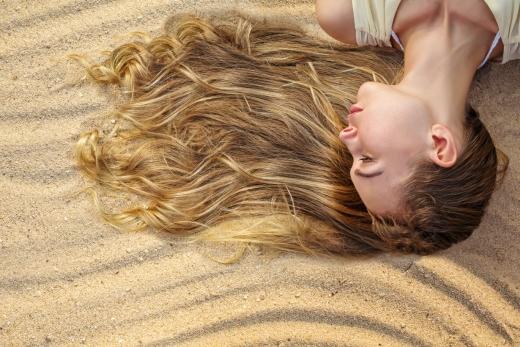 אסף סיבוני ויחיאל שושן מייעצים – טיפ לשיער שלך בקיץ