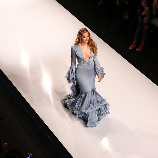 אסתי גינזבורג בשמלת גולברי צילום עידו איז'ק