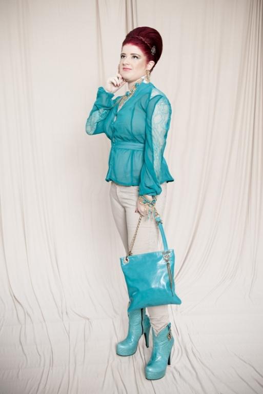שירלי ארנוביץ' בלבוש מינימאלי. צילום: עמיר צוק