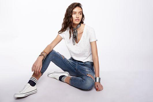 712032_ZOE לי קופר נשים מחיר ג'ינס 249.90 שח, חולצה 69.90 שח   צילום הילה שייר