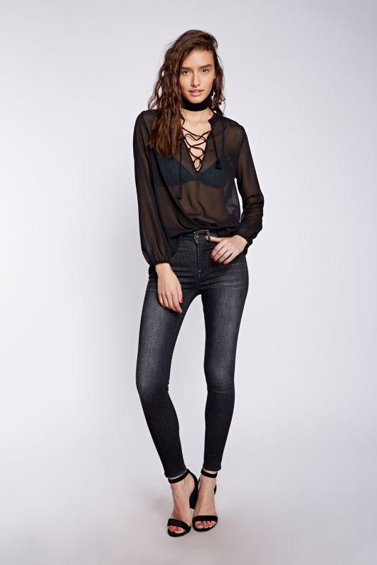 712350_ לי קופר נשים חולצה מחיר 149.90 שח, גינס 199.90 שח  צילום הילה שייר