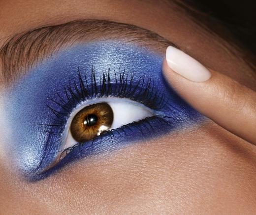 לוריאל פריז מעניק המלצות וטיפים לאיפור עיניים כחול וקריר