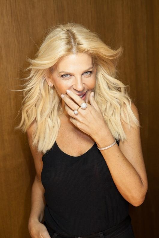 סנדרה רינגלר בקולקציית תכשיטים חדשה לרשת אימפרס צילום ז'אן כהן