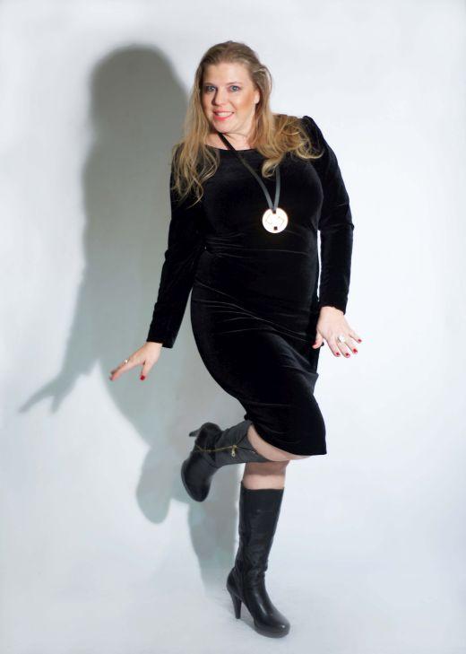 איה לאופר מדגמנת שמלה של המעצבת טלי אימבר צילום מאיה שוהם
