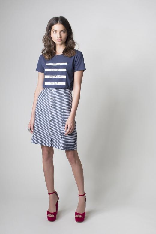 רשת חנויות זיפ חולצה 74 במקום 149 שח  חצאית 69 במקום 219 שח צילום אלכס ליפקין