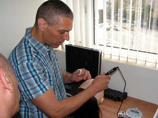 הציוד המקצועי להדמיית זקיקי שיער - עדי שנדל