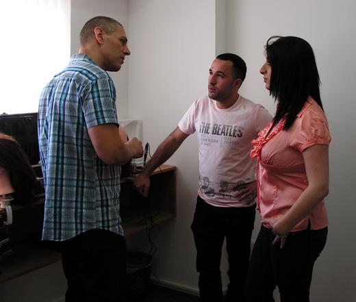 עדי שנדל מסביר לאופיר ונלי ישראלוב