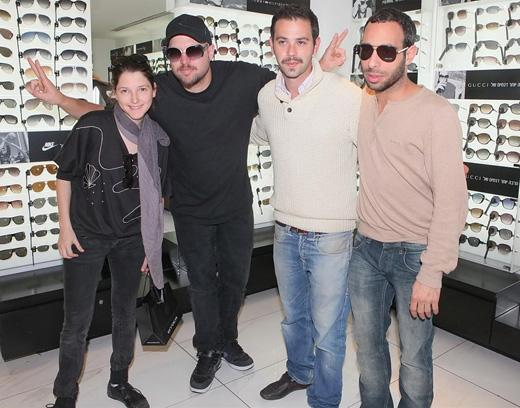 כוכבי The Voice מודדים ארמאני. צילום: שוקה כהן.