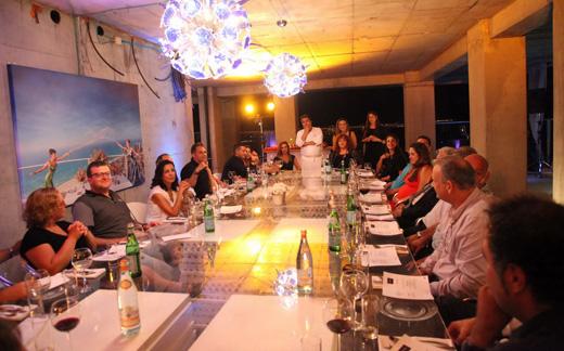 שולחן ארוחת הערב באירוע. צילום: סיון פרג