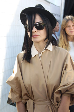 מעצבת האופנה דורית בר אור קולקציית אביב-קיץ 2012