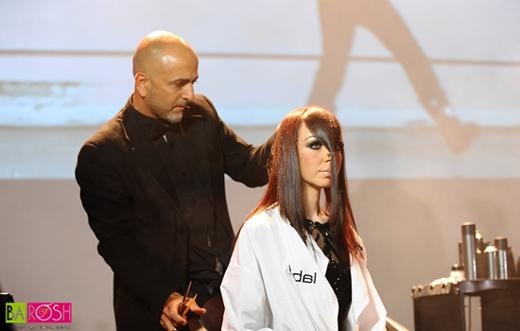 מעצב השיער אייזק אברג'יל על הבמה המרכזית בתערוכת קוסמוביוטי 2014