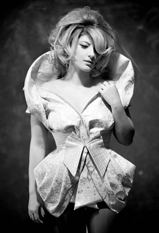 שרית חדד בהפקת אופנה. תסרוקת: אבי מלכה.