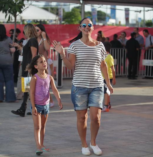 ליטל שוורץ והבנות בפסטיבל דיסני