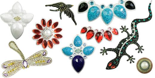פרו פרו - תכשיטים בהדבקה. צילום: גיא רוס.