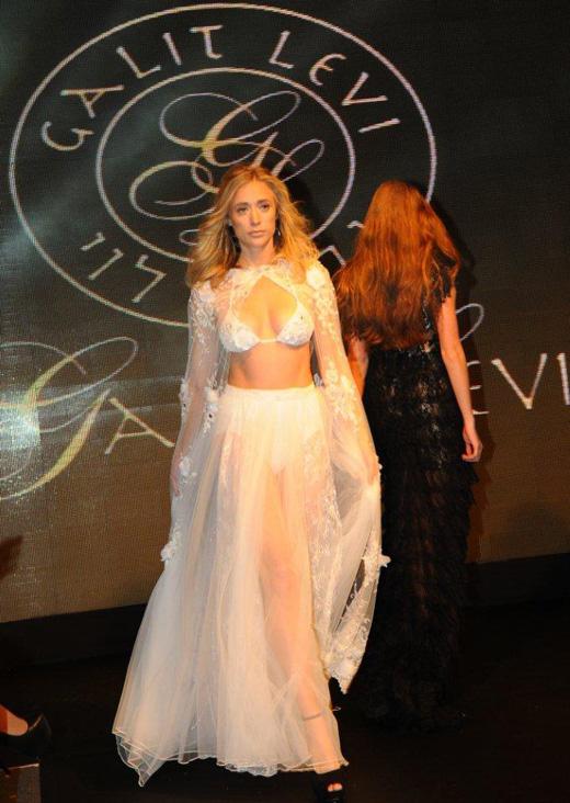 דפנה דה גרוט בשמלת כלה. צילום: ברק פכטר.