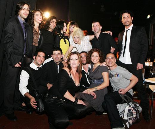 צוות מעצבי השיער המבטיחים של לוריאל יחד עם  להקת טרי פויזן, טל סלונר וקובי טיריפינטו,