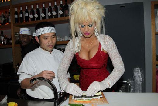 אורית פוקס - סלבס בסדנת סושי. צילום: רפי דלויה.