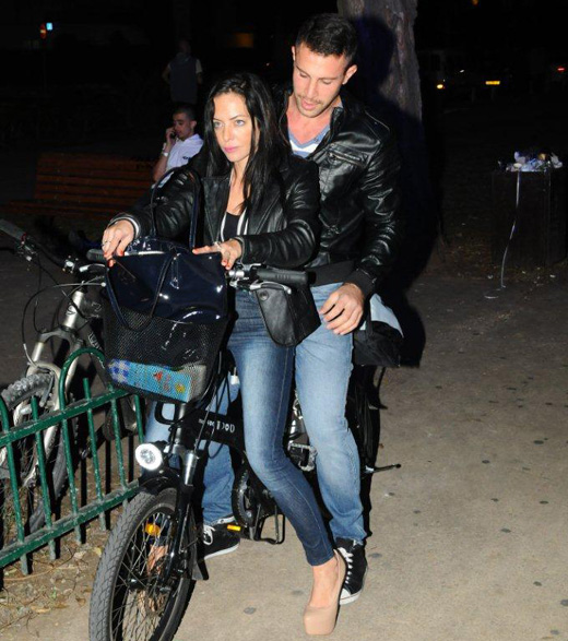 מיכל אמדורסקי רוכבת עם אנריקה. צילום: ברק פכטר.