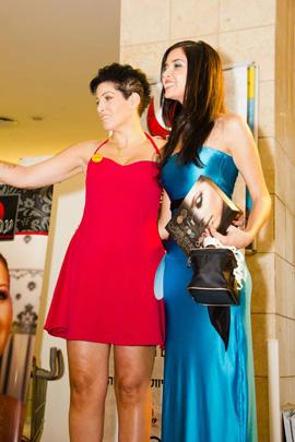 """איריס זיסו מעירבובים יחד עם אלמוג רוזנו. צילום: יח""""צ"""