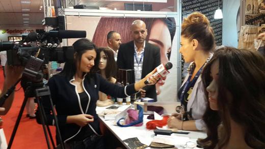ערוצי הטלוויזיה הרומניים מסקרים את מאי הייר