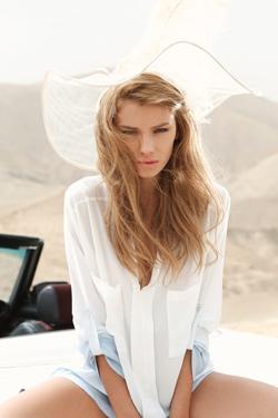 הדוגמנית נדיה לורן נבחרה לככב בקמפיין חדש