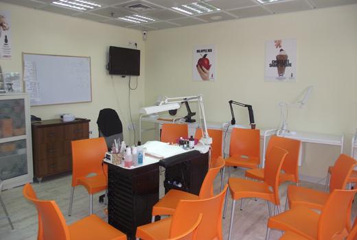 כיתות הלימוד בנייל סטודיו חיפה - השקת הסניף המחודש. צילום: פורטל בראש