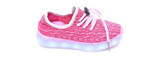 129.90שח קרדיט צילום עמירם בן ישי נעלי האורות לילדים של רשת סקופ