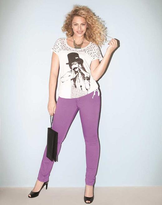 עונות קיץ 2014 פרזנטורית מיכאלה ברקו חולצה 1443219 מחיר 179.9 שח ג'ינס 5 כיסים צבעוני 1435204 189.9 שח צילום דודי חסון (10)
