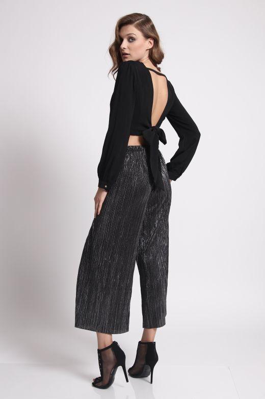 מכנסיים מטאליים - 239 ש״ח - מחיר סייל - 179 ש״ח צילום: רן יחזקאל
