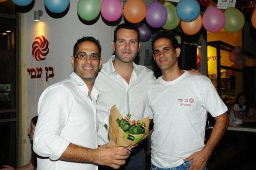 חן שילוני ושמעון גרשון בקפה. צילום: ברק פכטר