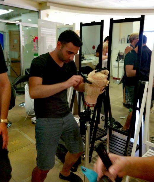 מעצבי השיער בסמינר של שוורצקופף
