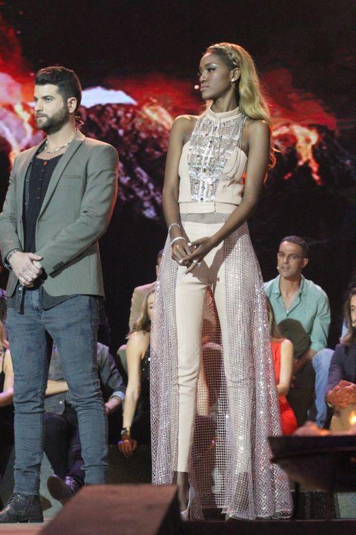 טיטי לובשת יובל רביד בגמר השרדות. צילום רפי דלויה