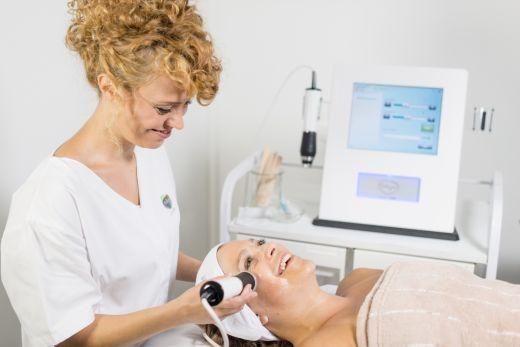 Oxygeneo – טיפול פנים מבוסס קפסולות + ג'ל – לאנטי אייג'ינג והבהרת כתמים