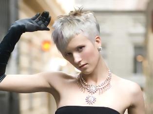 עבודת שיער מתוך קולקציית אופנת השיער לאביב קיץ 2007 של זאב לוין