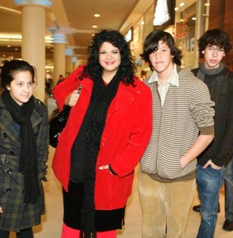 משפחה פילוסופית - דפנה ארמוני והילדים