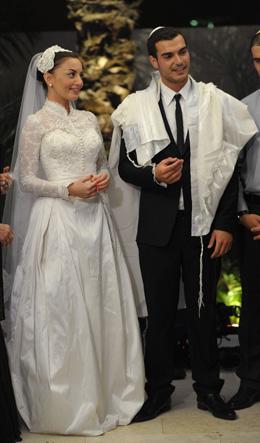 מאיה בוסקילה ובעלה מתן כהן מקבלים ברכות