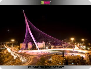 גשר המיתרים בורוד - אסתי לאודר, קמפיין מודעות לסרטן השד. צילום: אלבטרוס