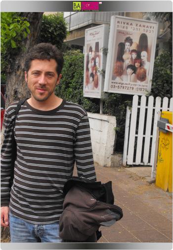 עידן אלתרמן חובש פאה. צילום: בראש - פורטל יופי ישראלי.