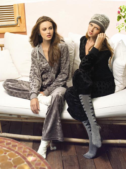 הדוגמניות דניאלה רמבו ואוקסנה בהלבשה תחתונה